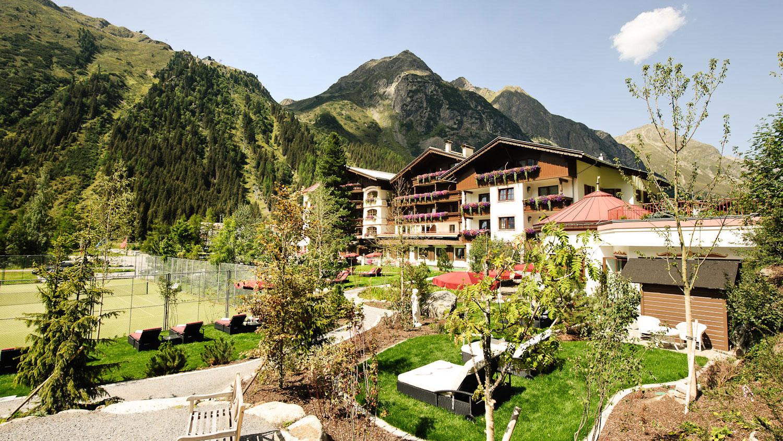 Hotelansicht_vorne_07